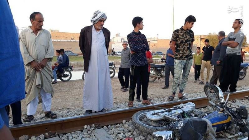 (تصاویر) تصادف مرگبار جوان موتورسوار با قطار ,