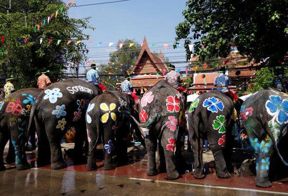 (تصاویر) جشنواره هیجانانگیز آببازی در تایلند