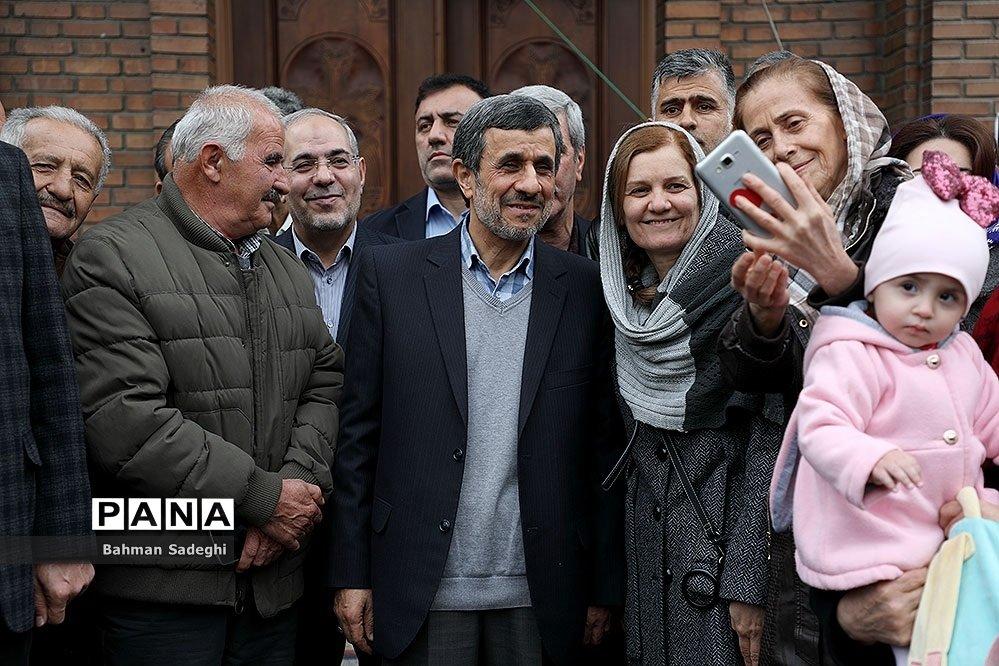 (تصاویر) عکس یادگاری احمدینژاد با بابانوئل
