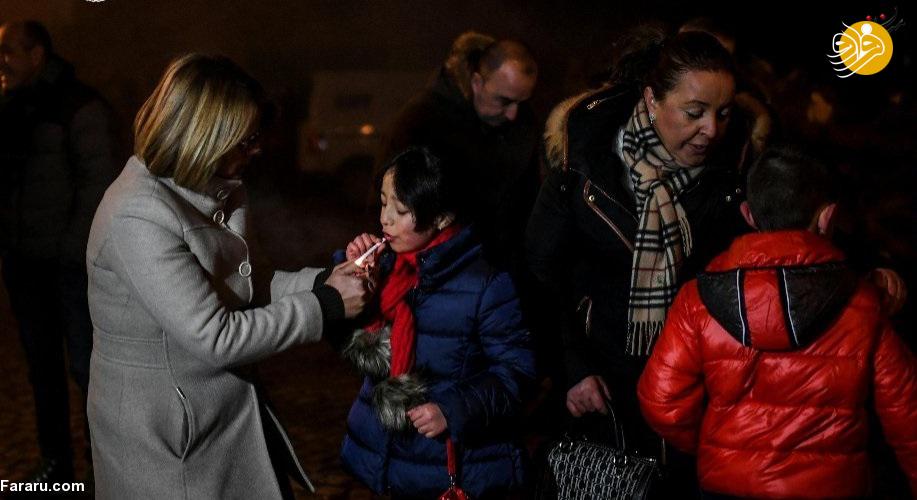 (تصاویر) سیگار کشیدن کودکان ۵ ساله با تشویق والدین!