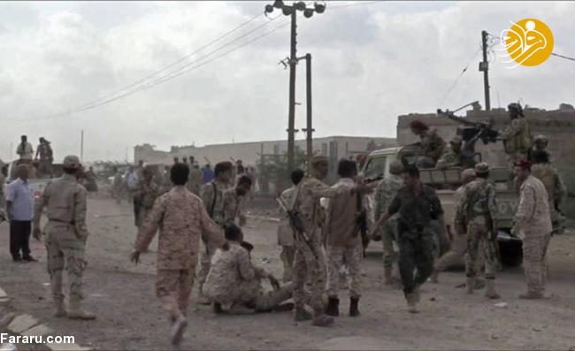(تصاویر) لحظه حمله پهپاد انصارالله به رژه نیروهای ارتش منصور هادی