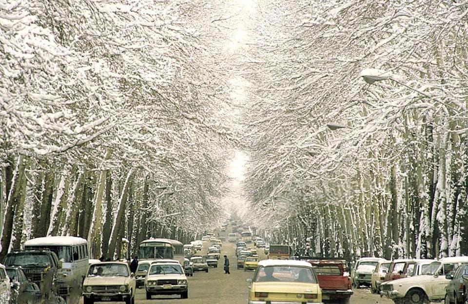 (تصویر) روز برفی خیابان ولیعصر در سال ۶۵