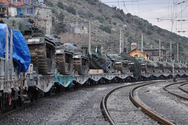 (تصاویر) ترکیه تانکهای خود را به مرز سوریه اعزام کرد