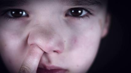 (ویدیو) چرا دستکردن در بینی آسیبزننده است؟
