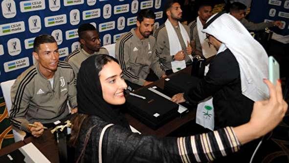 (تصاویر) ذوق زدگی عربستانیها از دیدن رونالدو