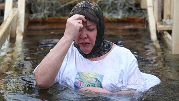 (تصاویر) غسل در حوض آب یخ!