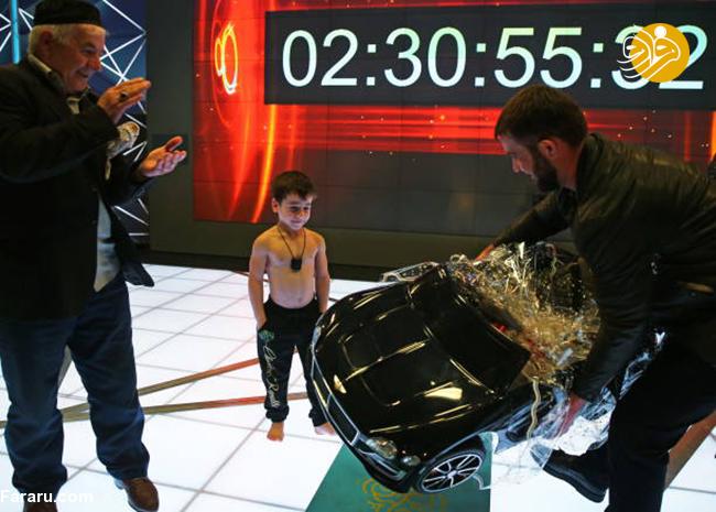 (تصاویر) تقدیر رهبر چچن از آرنولد کوچک