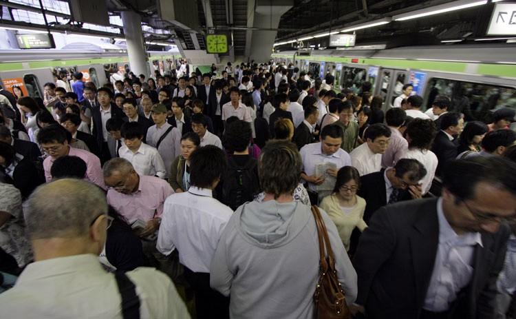 ابتکارِ متروی توکیو برای کاهش ازدحام در واگنها