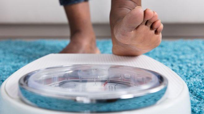 چطور ممکن است چاقی به سرطان منجر شود؟