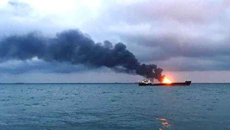 (ویدیو) آتش گرفتن دو کشتی ۱۰ کشته برجای گذاشت