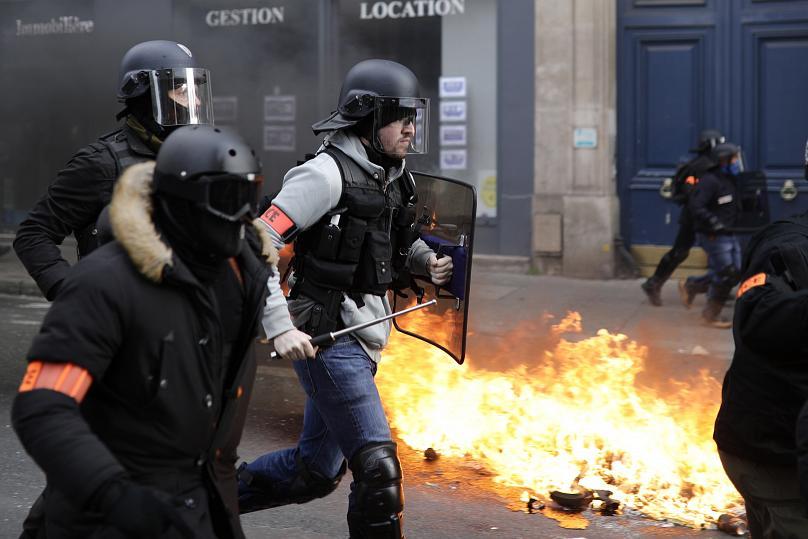 درگیریهای خونین مقابل پارلمان فرانسه