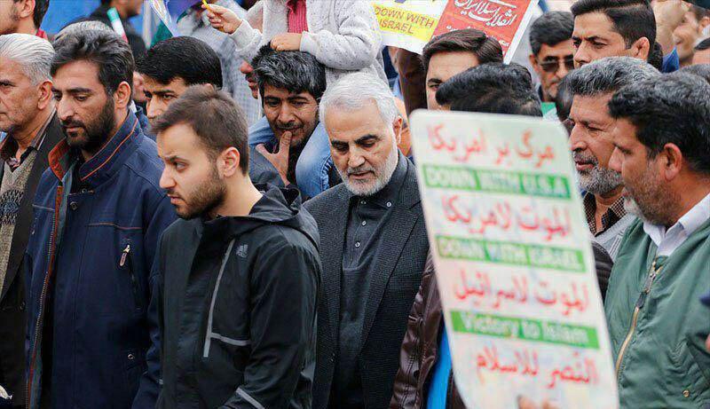 (تصویر) سردار سلیمانی در راهپیمایی ۲۲ بهمن