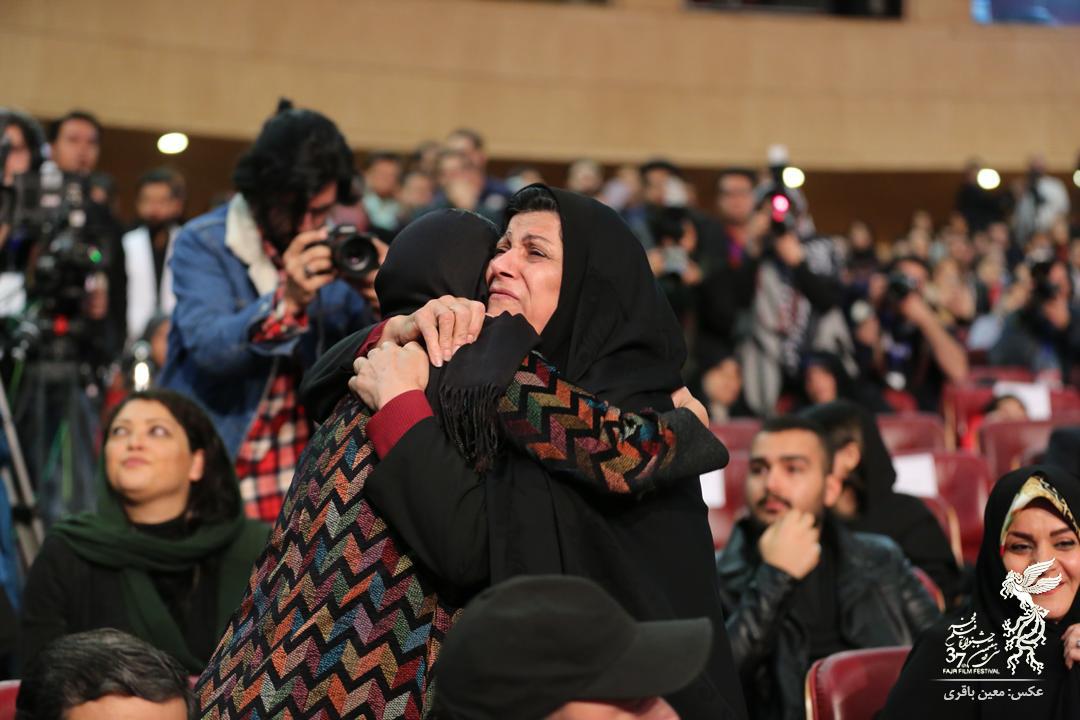 (تصویر) الناز شاکردوست در آغوش