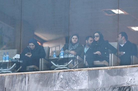 (تصویر) زنانی که بازی سایپا را از نزدیک دیدند
