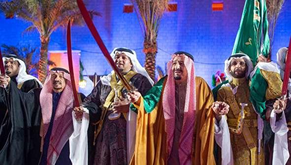 (تصاویر) رقص با شمشیر پادشاه عربستان