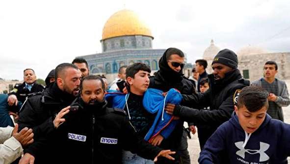 (تصاویر) درگیری شدید در مسجد الاقصی