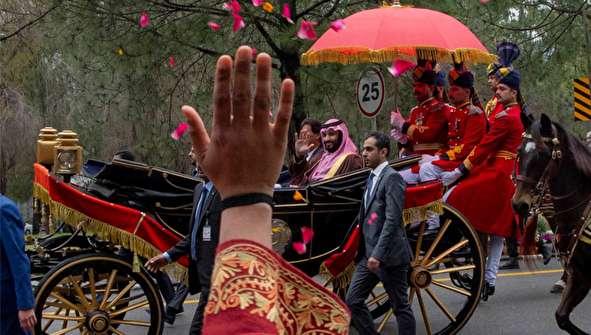 (تصاویر) کالسکه سواری و گلریزان عمران خان برای بن سلمان