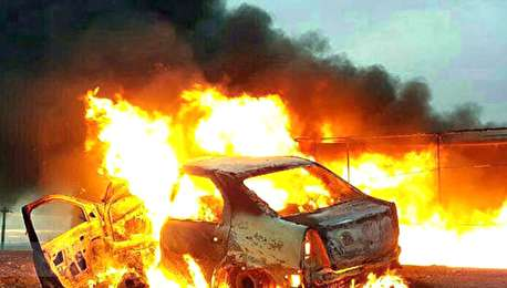 (ویدیو) آتش سوزی دو خودروی حامل قاچاق سوخت