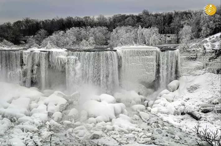 تصاویر شگفتانگیز از یخ زدن آبشار نیاگارا