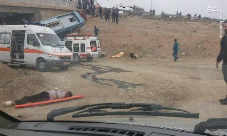 اولین تصاویر از واژگونی مرگبار اتوبوس در جاده قم-تهران