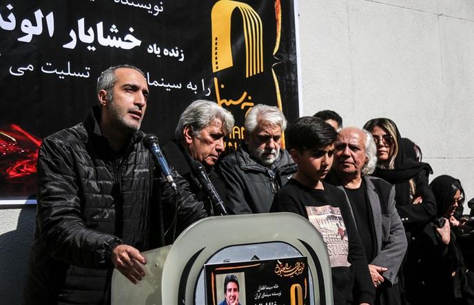 (تصاویر) متن و حاشیه مراسم تشییع پیکر خشایار الوند