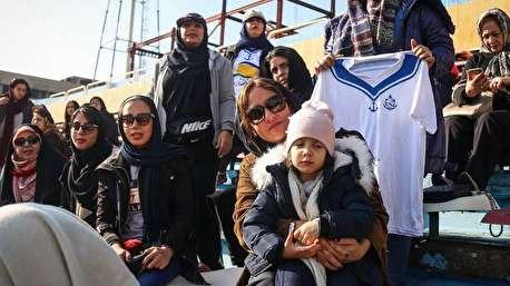 تشویق ایسلندی مهناز افشار در بازی تیم ملی بانوان