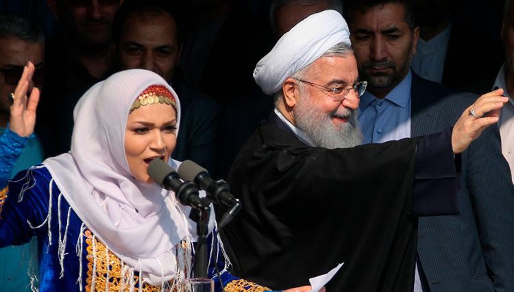 روحانی: به رهبری گفتم فرماندهی جنگ اقتصادی با حضرتعالی باشد، فرمودند باید فرماندهی با رئیسجمهور باشد