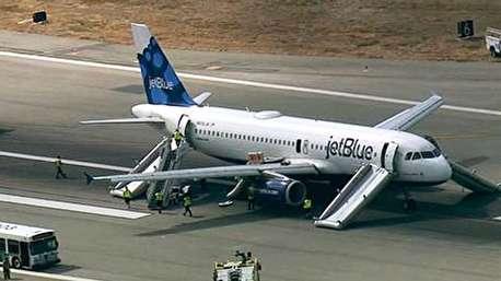 تخلیه اضطراری از هواپیما در پی احتمال بمب گذاری