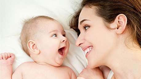 تبدیل نوزاد به تفنگ توسط مادرش!