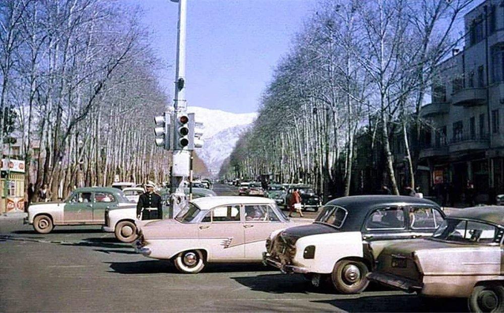(تصویر) ۵۷ سال قبل؛ ماشینهای آمریکایی و آلمانی در چهارراه ولیعصر