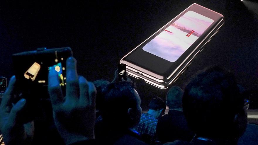 (تصاویر) گوشی تاشوی سامسونگ؛ ۲ برابر گرانتر، با اینترنتی ۱۰ برابر سریعتر