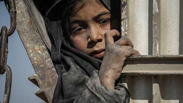 (تصاویر) انتقال عناصر داعش و خانوادههایشان توسط کُردهای سوریه!