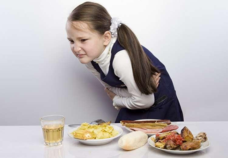 مسمومیت غذایی؛ از علل و عوامل تا درمانهای خانگی و فوری