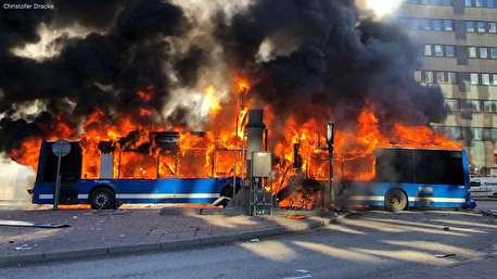 لحظه انفجار اتوبوس در سوئد