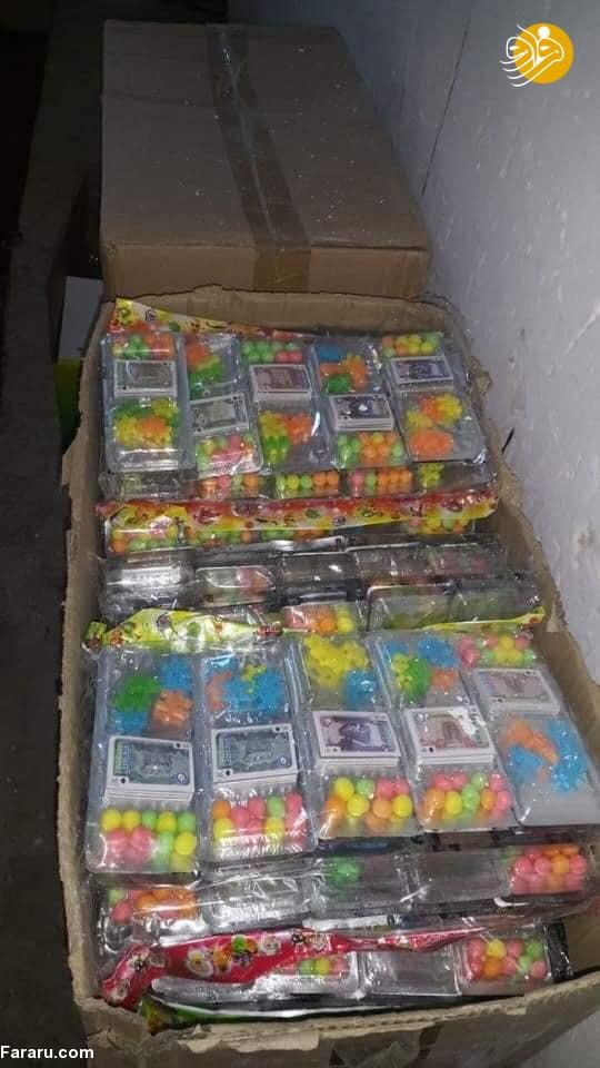 (تصویر) توزیع شیرینی با عکس صدام حسین!
