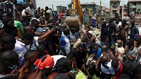 نجات یک کودک از زیر آوار در نیجریه