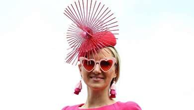 رژه زنان در جشنواره سوارکاری!