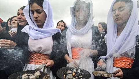 (تصاویر) سوگواری زنان ایزدی در مراسم نبش قبر