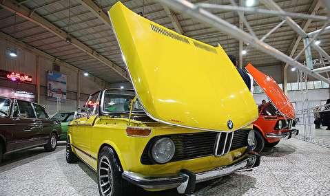 (تصاویر) گردهمایی خودروهای مدرن و کلاسیک در اصفهان