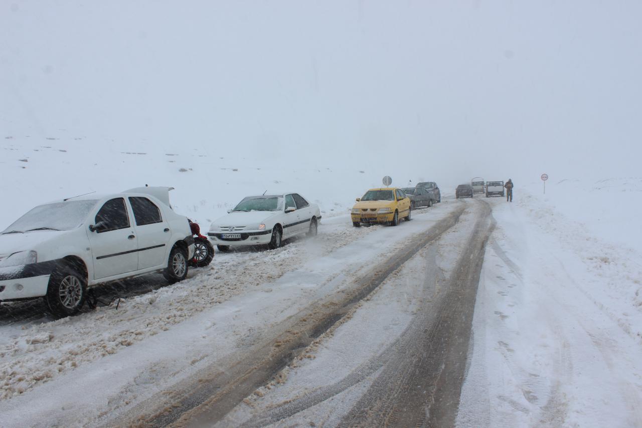 بارش برف و باران در جادههای ۱۱ استان
