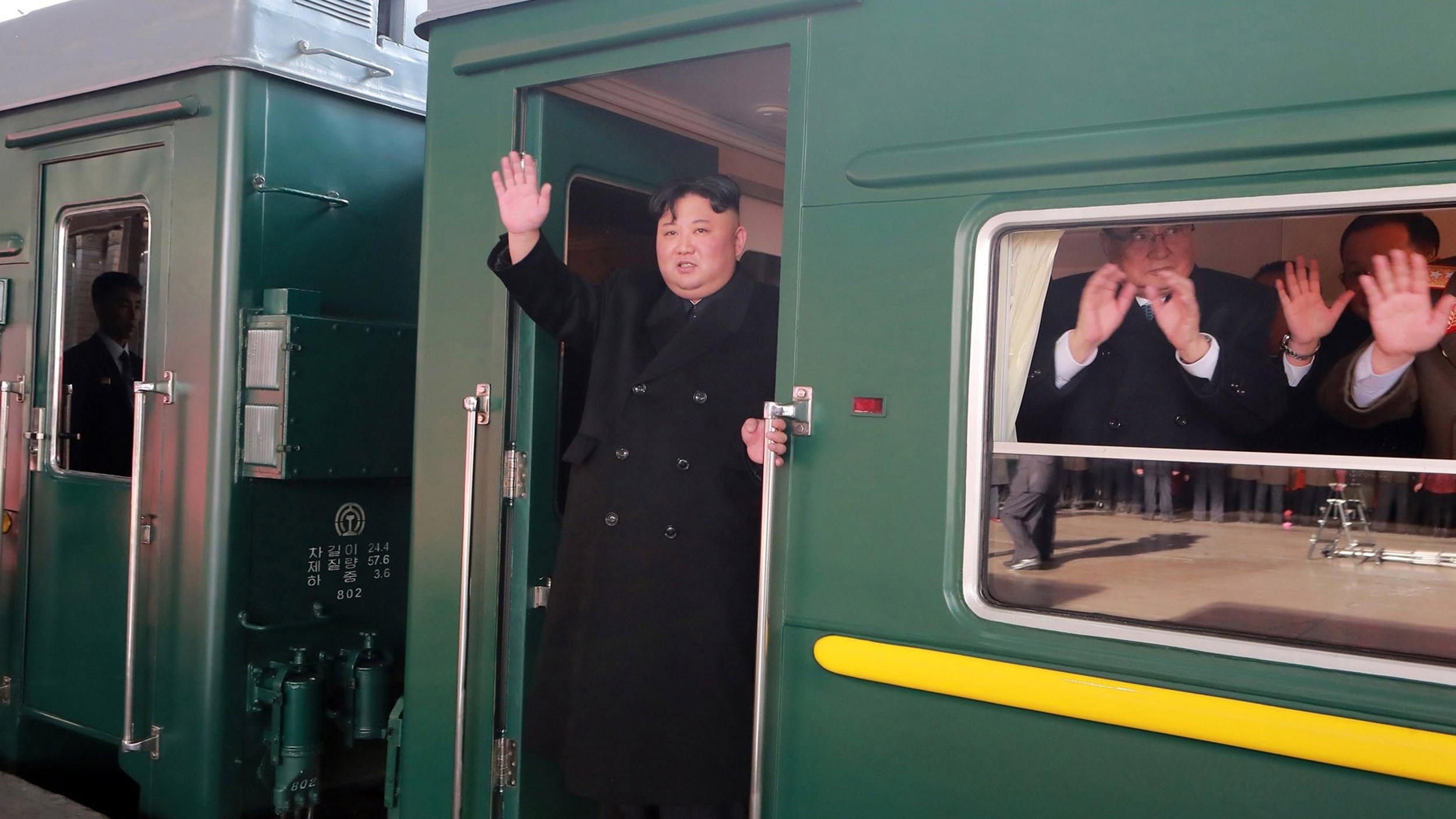 (تصاویر) حرکت رهبر کره شمالی با قطار زرهی از قلب چین
