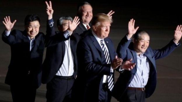 ترامپ از سه آمریکایی آزاد شده توسط کره شمالی استقبال کرد