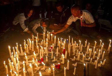 (تصاویر) انتحار خانوادگی در سه کلیسای اندونزی