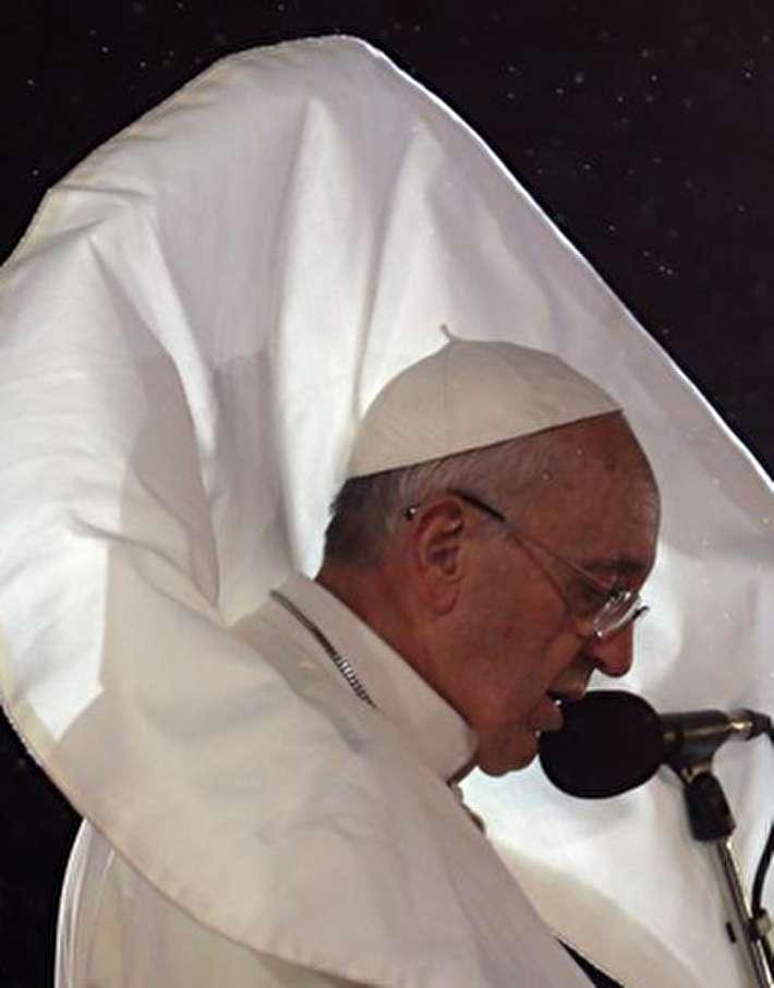 (تصاویر) تصاویر جالبی از شوخی باد با لباس پاپ