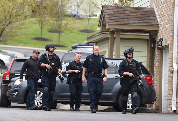 (تصاویر) تیراندازی مرگبار جوان برهنه در رستوران آمریکایی