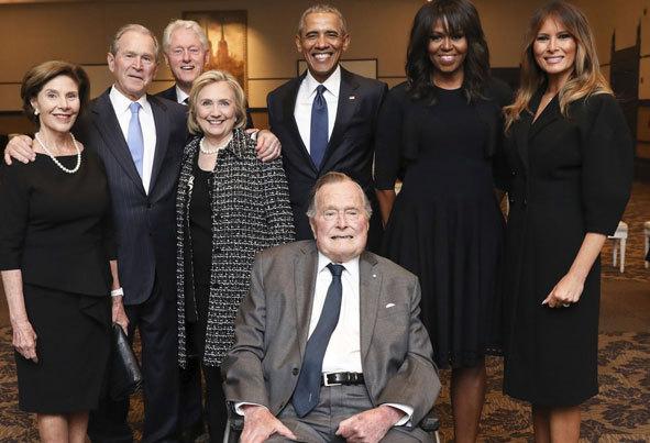 (تصاویر) حاشیههای مراسم تشییع باربارا بوش