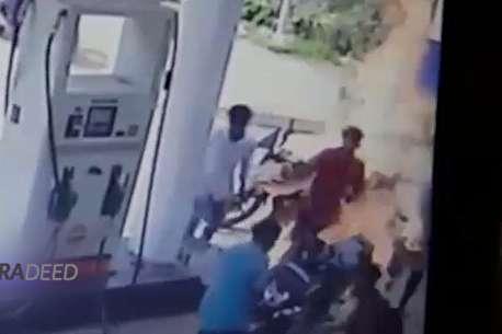(ویدئو) آتش زدن راننده موتور حین دعوا در پمپ بنزین