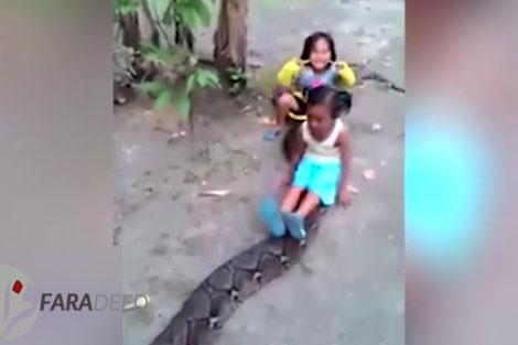 سرگرمی خطرناک و غیرمعمول کودکان در اندونزی