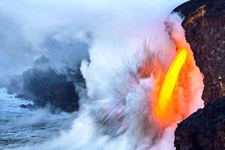 (ویدئو) گدازههای آتشفشان هاوایی به اقیانوس رسیدند