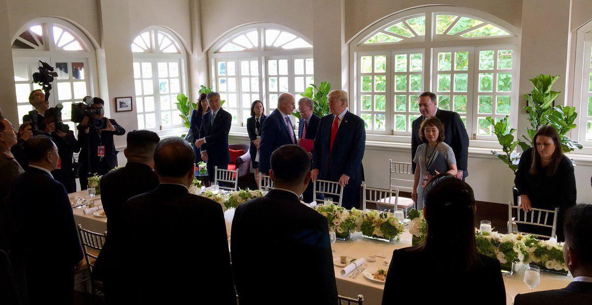 (تصویر) زنی که از همه مذاکرات ترامپ و اون خبر دارد